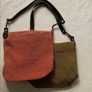 2 Banana Republic shoulder bags | Straw & Leather